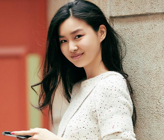 首登维秘大秀的华裔少女陈瑜腹肌已备好
