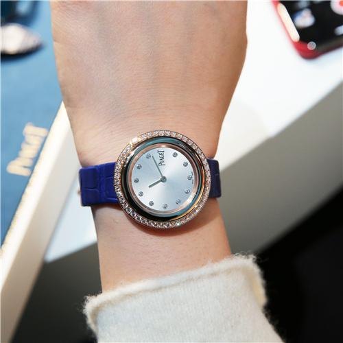 伯爵 Possession Watch