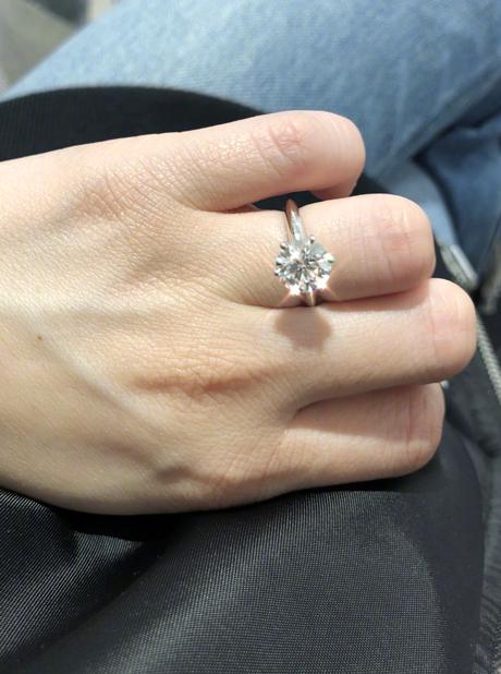 论明星挑选求婚钻戒的务实,我只服阿娇!