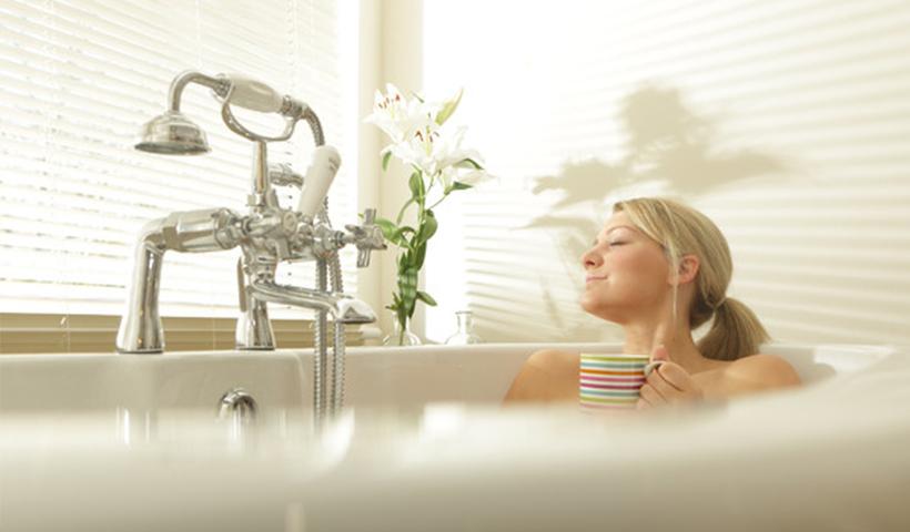 拜托了!化妆包丨 美容编辑洗澡要花两小时 她们都在干什么?