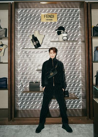 王嘉尔的才华比腹肌还多!FENDI x Jackson Wang联名系列太好穿了吧!