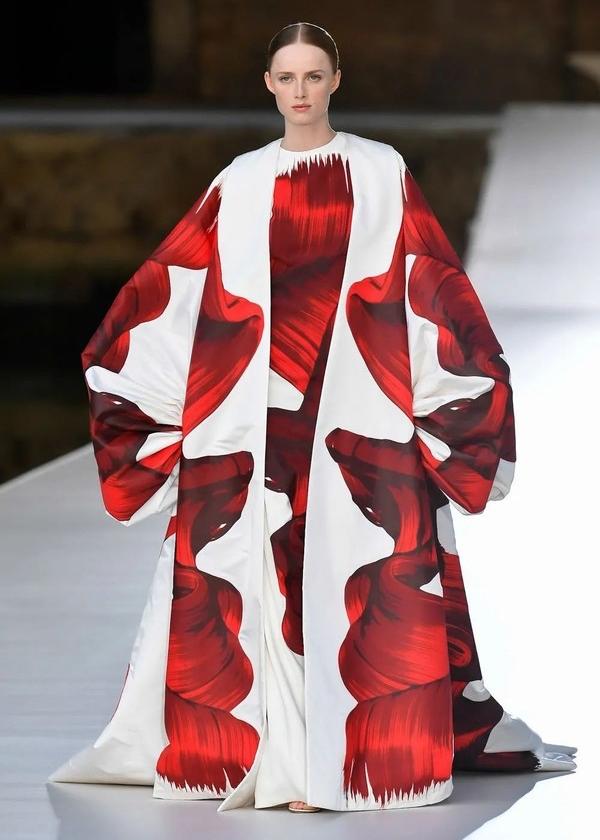 登陸威尼斯的Valentino上演了一場時裝與藝術的對譯