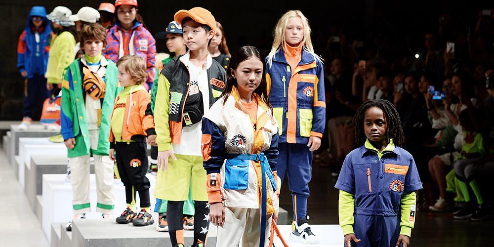 安踏儿童亮相2020纽约时装周,成为首个进驻纽约时装周的中国儿童运动品牌