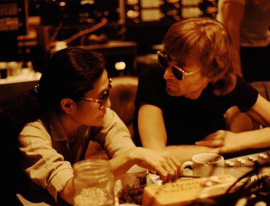 筱山纪信镜头下的列侬洋子 用800张影像怀念爱
