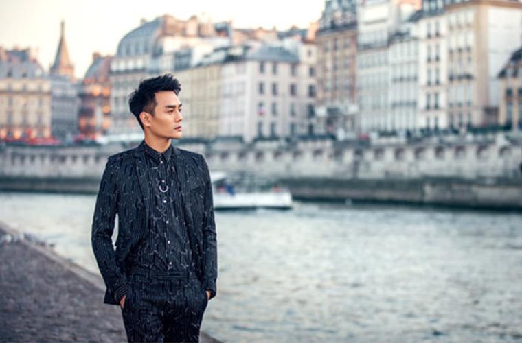 王凯时装周玩儿穿越 在巴黎的他此刻最想回家吃辣?!(内附惊喜)