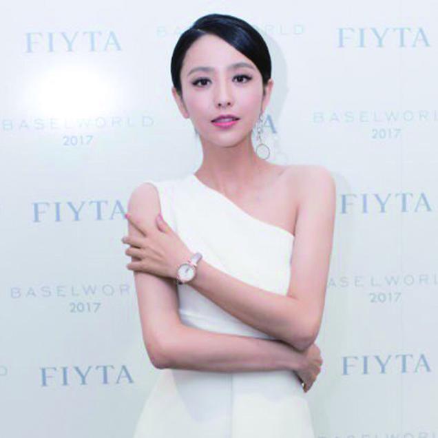 佟丽娅亮相Baselword2017